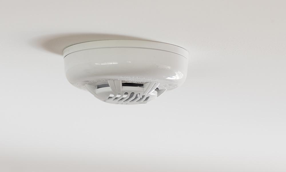 https://plumfast.com.au/wp-content/uploads/2021/01/carbon-monoxide-detector-ceiling.jpg